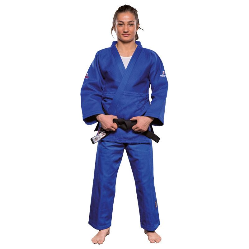 "DANRHO ULTIMATE 750 IJF - Judo Gi - Blå - DANRHO ULTIMATE 750 IJF - Judo Gi - Blå IJF Judo Gi ""Red Label"" under de nye IJF 2015 regler.Stoffet er twill-vævet med ""Shashiko-garn"".Den nye IJF judogi (750 gram) overholder alle internationale og nationale konkurrenceregler. Kraven er 4 cm bred og m"